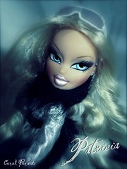 Meet Patricia (Carol Parvati ) Tags: collection wintertime picnik vitoria bratz cloe carolparvati