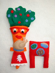 Mrs. Carrot Serves Christmas Dinner (lachapina) Tags: christmas food felt plushies softies hsa7food