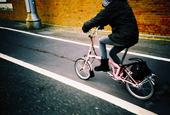 rockcake's crimbo gift in action (lomokev) Tags: pink bike tarmac sarah lomo lca xpro crossprocessed xprocess brighton hove lomolca present agfa jessops100asaslidefilm handbag agfaprecisa fahrrad vélo foldingbike fiets brompton christmaspresent bicicletta agfaprecisa100 cruzando sarahp cyclelane bicis precisa customcolor jessopsslidefilm rockcakes rockcake flickr:user=rockcake flickr:nsid=52261030n00 ποδηλατο customcolour file:name=080104lomolca20