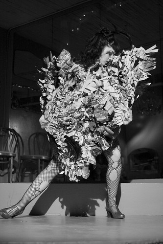 creative commons hi-res photo of the day:  Belle Cozette - Urban Fan Dance (2592 x 3888)