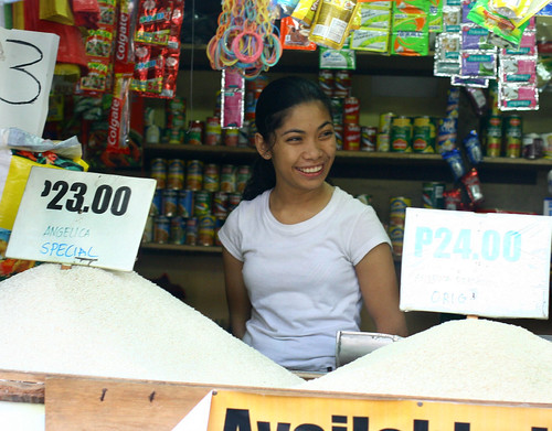 Philippinen  菲律宾  菲律賓  필리핀(공화국) Pinoy Filipino Pilipino Buhay  people pictures photos life  city, market,  Philippines, price, rice, vendor, woman, young Mandaluyong, Metro Manila, bigas
