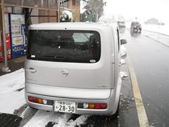 Nissan Cube 02 (drayy) Tags: snow ski car japan skiing nissan cube boxcar nagano    nissancube  nozawaonsen   cubecar