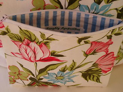 Flower Pouch (naughtyagapanthus1) Tags: vintage sewing retro fabric pouch wristlet zippered