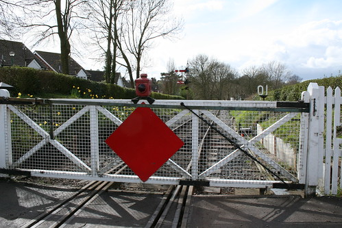 Crossing gate and signal
