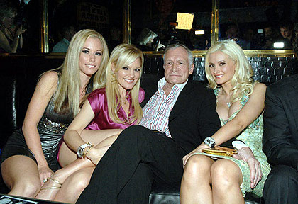 Hugh Hefner with playboy models