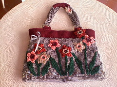 bolsa juracy resultado final! (erika.tricroche) Tags: red flower color bag de crochet gray vermelho bolsa cinza croche paet mianga juracy
