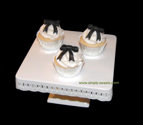 black ribbon bow cupcakes on cake stand