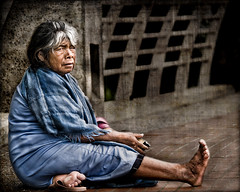 """ The Other Side of the Bridge "" (Alfredo11) Tags: poverty portrait woman texture textura mexico sadness mujer expression retrato homeless beggar alfredo pobre emotions treatment pobreza tratamiento indigent expresion emociones creativelightingsystem nikon80400mm nikond300 seriestreetphotography"