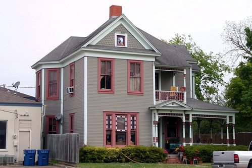 house on east mcalpine street in navasota