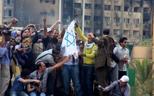 Thousands-assemble-Tahrir-Square-prayer-Cairo_689568