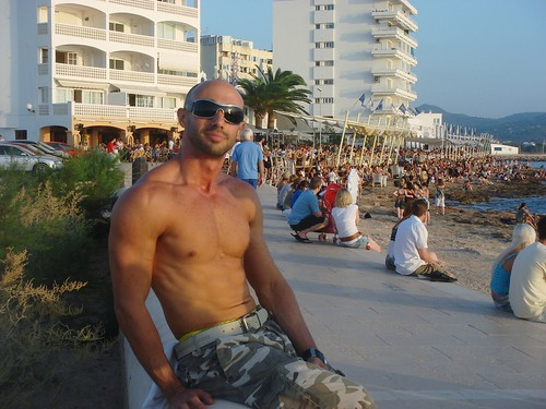 albufeira gay singles Montechoro strip: loved it everything about it,night life - see 808 traveller reviews, 607 candid photos, and great deals for albufeira, portugal, at tripadvisor.
