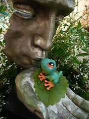 All you need is Love (Lara's  Stuff) Tags: statue fun whimsy kiss affection smooch toyfrog whereshelenbeen