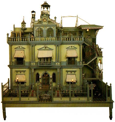 """Нашла еще несколько старинных кукольных домиков, а также современной работы  """"Мастерскую Леонардо да Винчи """" и японский..."""