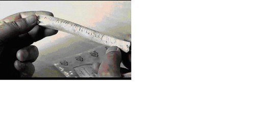Iruña grafito en hueso con nefertiti nefertari