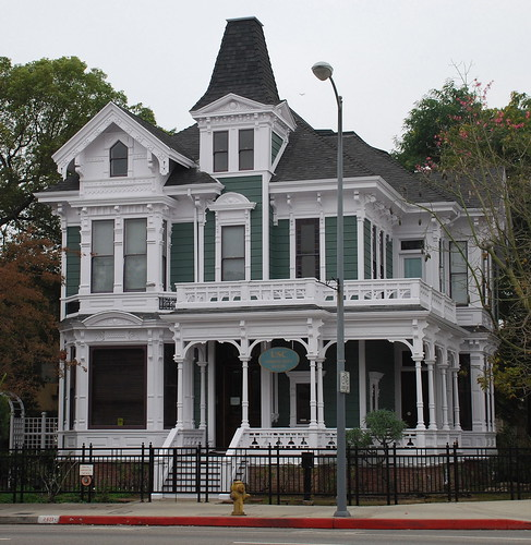 Big Houses In Los Angeles California: Big Orange Landmarks: No. 103