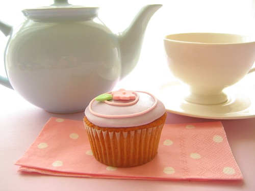 my cute teapot, cup and cupcake da hello naomi.