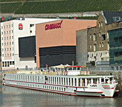 Wrzburg: The MV Casanova (bill barber) Tags: museum architecture germany movie pepper deutschland bavaria bill vineyard arquitectura woodlands gallery factory theatre main william franconia karen german barber architektur alemania rhine tyskland allemagne architettura wurzburg wrzburg bundesrepublik casanova gable germania alemanha weston duitsland cinemaxx deutsche arkitektur wesel rivercruise architectur lallemagne wuerzburg westphalia rhinemaindanube unterfranken rhinewestphalia billbarber erindale regierungsbezirk doitsu niemcy supershot njemaka saksa nmetorszg njemacka  nemecko abigfave flickrbronze superbmasterpiece diamondclassphotographer flickrdiamond ysplix excellentphotographer wdwbarber northernrhine rotrossorougerood williambarber peterdeilmann bbarber1 mscasanova germnia
