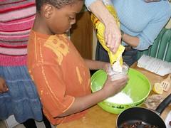 Photo 2: mesurez la farine.