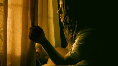 フリー画像| 人物写真| 女性ポートレイト| 白人女性| 横顔| 窓辺の風景|      フリー素材|