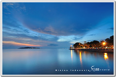 bintan indonesia - Melayu Square seaside (fiftymm99) Tags: old sunset red sea sky cloud water lady indonesia island boat town seaside kid fishing nikon asia village child market jetty young bintan tanjung pinang d300 nikond300 pinag fiftymm99 gettyimagesasia gettyimagessingaporeq2 melayusquare