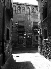 This way out (Take 2) (Carlos Miranda (Carmir)) Tags: casa arquitectura lugares rincones urbana navarra tudela entorno