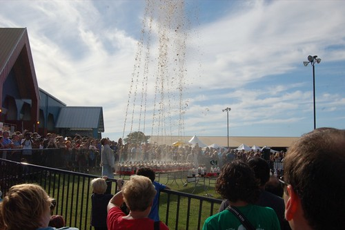Mega-Fountain using Diet Coke and Mentos!