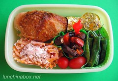 Chicken lunch for preschooler (Biggie*) Tags: school food brown chicken kids bag children lunch mushrooms kid toddler child box tomatoes drumstick bento greenbeans spaghetti sack grapetomatoes cherrytomatoes packed bellpepper bentobox biggie stringbeans preschooler lunchinabox redbellpepper bentoblog ssbiggie lunchinaboxnet twittermoms