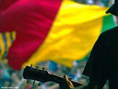 De fondo... (Gonzak) Tags: uruguay recital olympus montevideo 2008 música gettyimages e500 gonzak abuelacoca colorsinourworld gonzalouseta useta