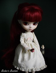 Scarlett (pullip Lunatic Queen) (pure_embers) Tags: uk scarlett dark dolls dress gothic victorian cream queen cupcake weapon pullip poison lunatic arsenic lunaticqueen