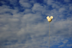 L'universalisation des ondes (Marlandova) Tags: sky mouse mickey qubec terrible mickeymouse simple campagne antenne minimalist antenna