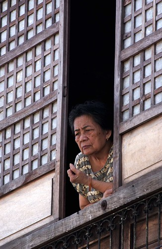 woman in a window looking down  Philippines Buhay Pinoy  Ngayon Filipino Pilipino  people pictures photos life Philippinen