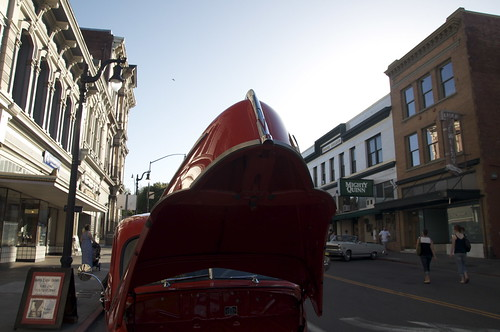 The charming Victorian town of Petaluma is a big part of the event. Strolling down the streets, listening to 60s music and viewing classic cars makes you feel you are in the movie.