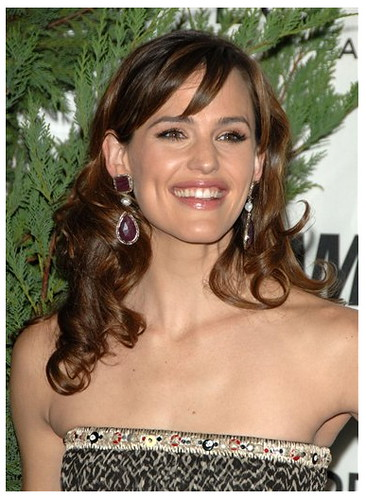jennifer garner side bangs. Jennifer Garner long hair with