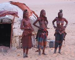 Ovahimba, Namiba. ( Libyan Soup) Tags: africa people geotagged sand desert african traditional culture tribal safari afrika wilderness tribe ethnic namibia nomads norks tribo tartan kaokoveld himba afrique ethnology tribu nomadic namibie kaokoland kunene tribus serracafema ethnie ovahimba okaoko geo:lat=17256703 geo:lon=12242133 libyansoup