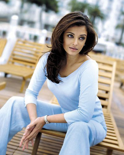 Aishwarya Rai pictures, picture gallery, celebrity greeting cards, photos, pics, snaps, high quality pictures, rare pictures.