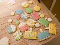 Birthday Cookies (nikkicookiebaker) Tags: birthday cake cookie cupcake decorated ballooncookies