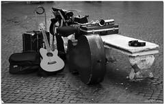Instruments (Lorcarg) Tags: street blackandwhite roma blackwhite streetphotography bianconero biancoenero 2007 nikondx bnvitadistrada bareden lorcarg removedfromnikondxfortags