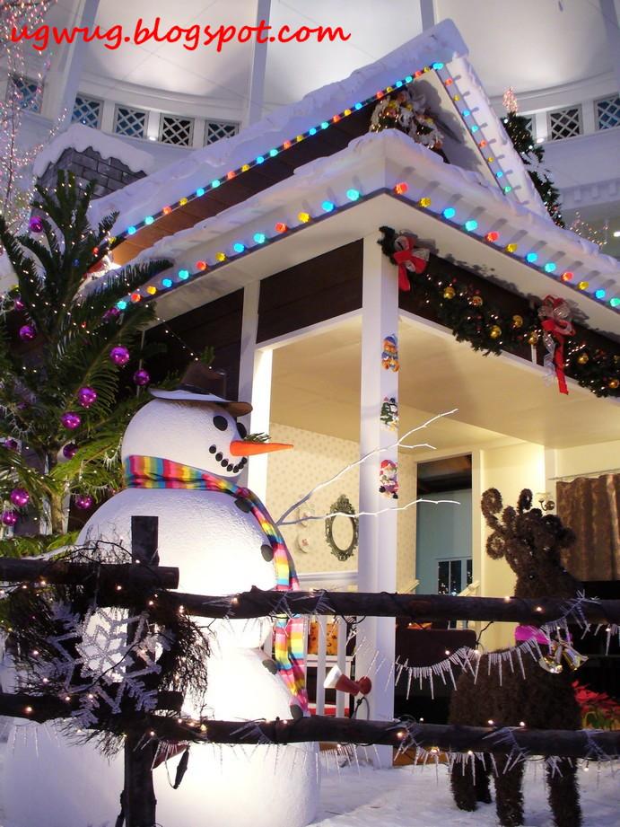 Curve Concourse Christmas Deco