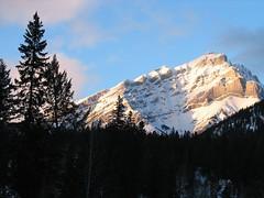grandeur (Robertson the Bruce) Tags: blue sky mountain canada alberta banff canadianrockies