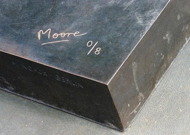 Henry Moore Signature