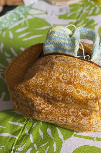 Box bag, with baby sweater