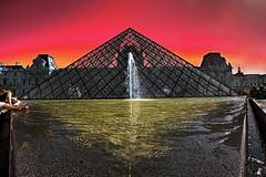 Burning Sky (Oli Haukur) Tags: red sun paris france water museum triangle louvre burning effect ohm parís frakkland nýtt safn muséum ozzo olihaukur þrýhirningur ozzophotos