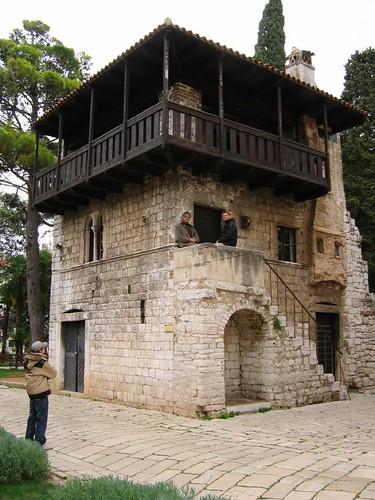 Romaneszk ház