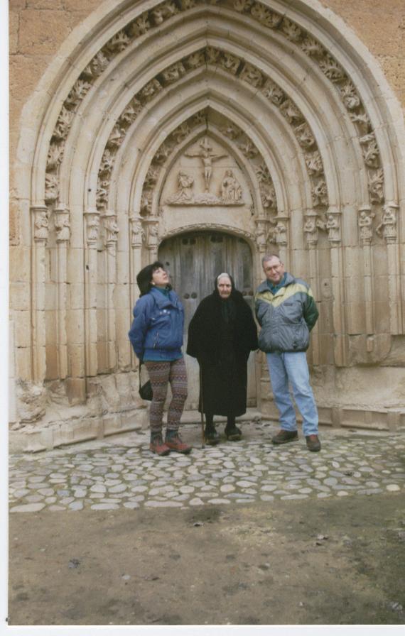 en la puerta del abad Pedro
