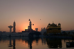 Sunrise at the Golden Temple .. (Explore) (suz kosh) Tags: india sunrise glory holy sikh punjab amritsar goldentemple splendour superbmasterpiece akaltakth