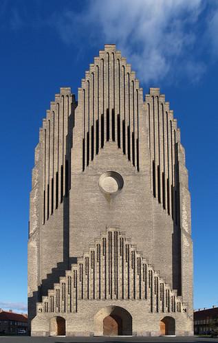 フリー画像| 人工風景| 建造物/建築物| 教会/聖堂| グルントビ教会| デンマーク風景|      フリー素材|