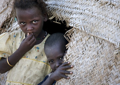 Khor Angar kids, Djibouti (Eric Lafforgue) Tags: africa people black horizontal kids children photography kid day child serious african shy yeux hut enfants maison enfant 2people twopeople regards frontview afrique hutte hornofafrica riftvalley eastafrica djibouti realpeople colorimage lookingatcamera lafforgue traveldestination obok  ericlafforgue gibuti impressedbeauty yibuti ubuk mg5271 khorangar  afardepression