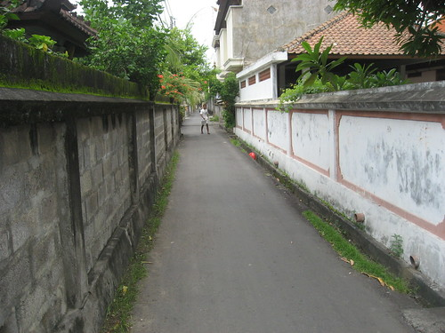 gang (alley) in Kuta