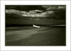 Sola-loneliness (guiba6) Tags: leica winter blackandwhite beach clouds nuvole loneliness infrared melancholy inverno spiaggia biancoenero solitudine infrarosso heliopan715 leicam8 elmarit28 malinconie