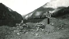 (Frankie Jab) Tags: blackandwhite montagne per morte biancoenero croce cimitero sepoltura